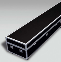 Flight case with rolls