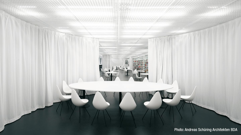 gw-2018-koeln-bibliothek-schallvorhang-office-01.jpg