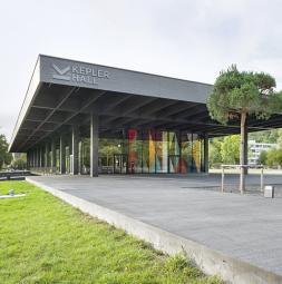 gw-2020-AT-jku-campus-bretterbauer-keplerhall-vorhang-small.jpg