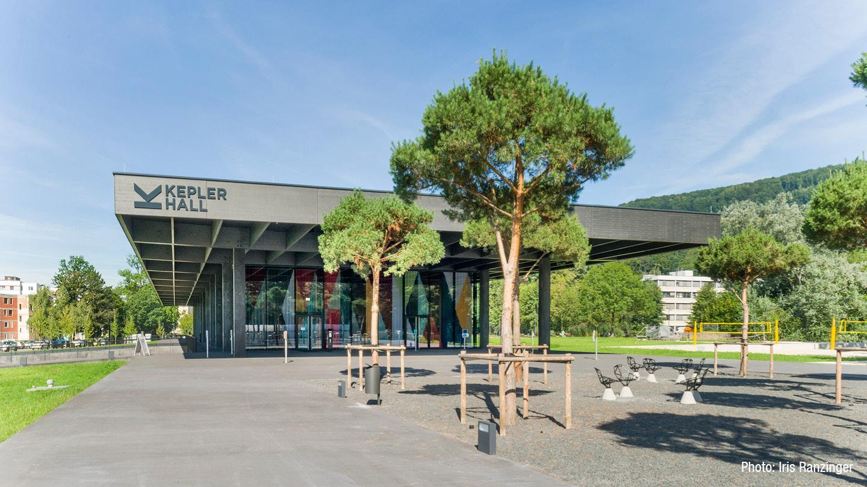gw-2020-AT-jku-campus-bretterbauer-keplerhall-vorhang-02.jpg